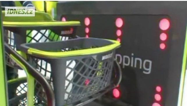 Němci testují košík, který si sám sečte zboží