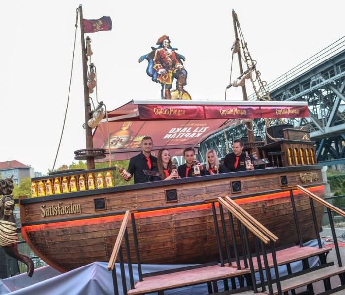 Loď Captain Morgan