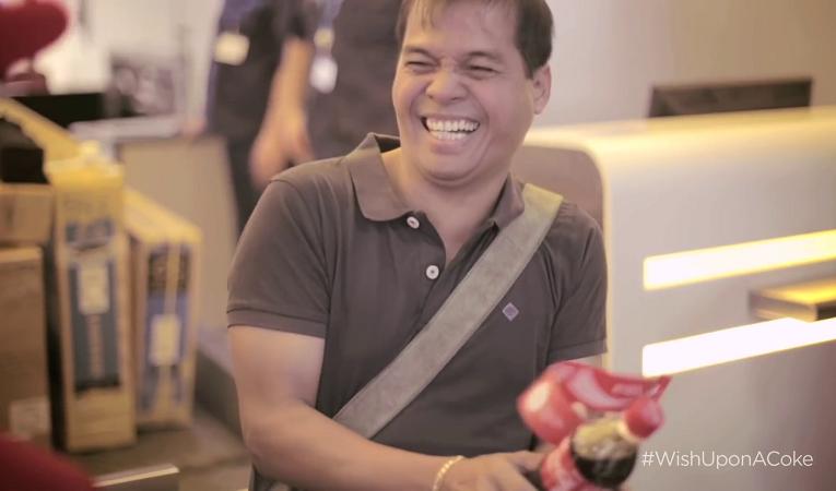 Coca-Cola poskytla na dubajském letišti ten nejlepší dárek pro cestující