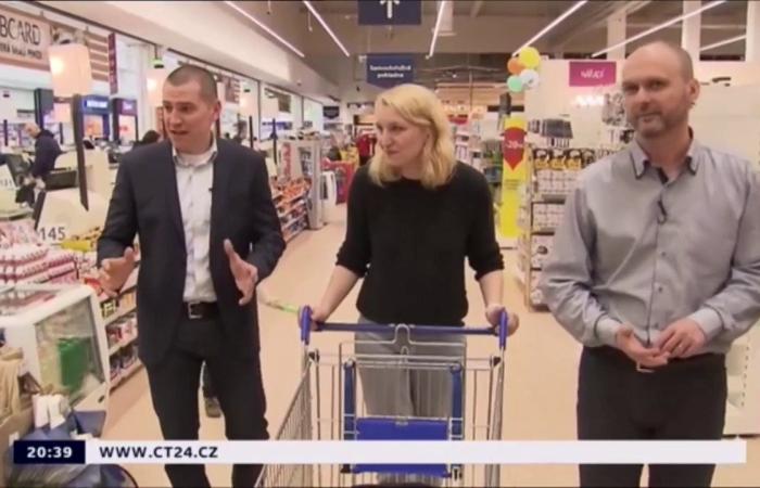 Komentovaný nákup v hypermarketu