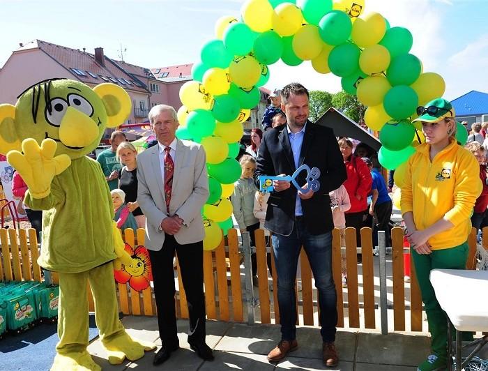 Stovky rodin v Novém Bydžově oslavily otevření nového Rákosníčkova hřiště