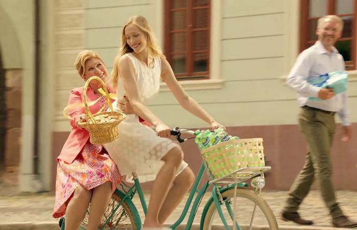 Letní reklama Poděbradky je opět po čase na kole