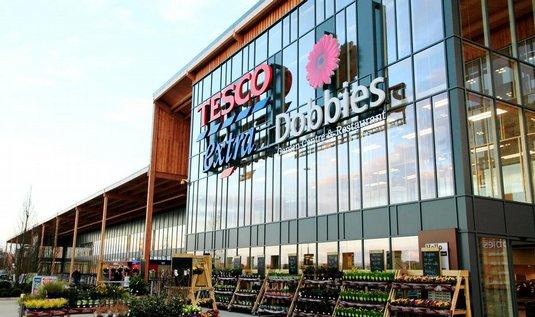 Tesco pokračuje ve výprodeji aktiv – už se zbavilo zahradních center Dobbies