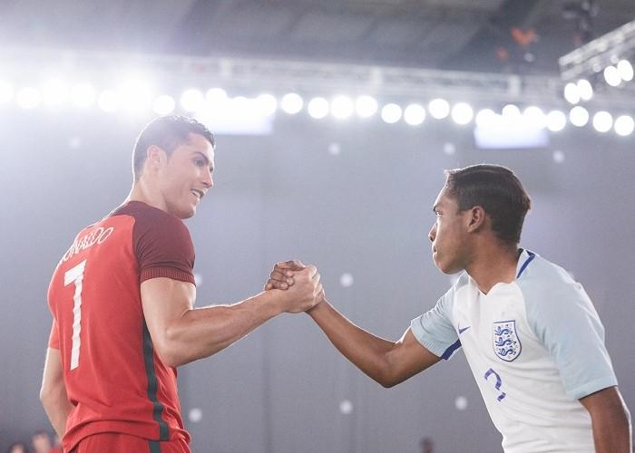 """Vyměněný mistr Evropy Cristiano Ronaldo ve spotu """"The Switch"""" od NIKE"""