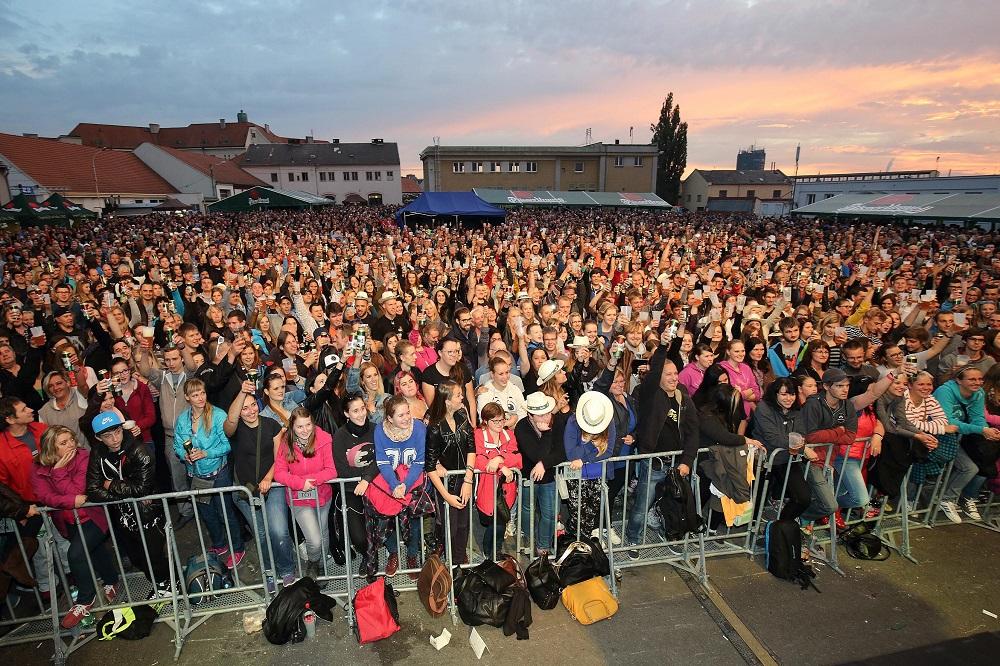 jak vypadal slavnostní přípitek na Pilsner Festu v loňském roce - small