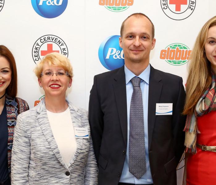 """Český červený kříž, Procter & Gamble a Globus startují novou iniciativu na pomoc dětem v nouzi s názvem """"S malou pomocí k velké radosti"""""""