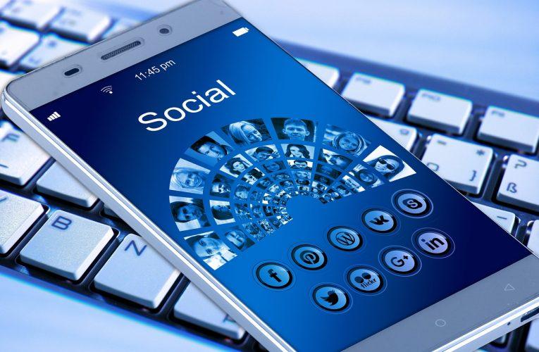 Češi používají stále více sociálních médií, průměrný čas trávený na síti ale klesl