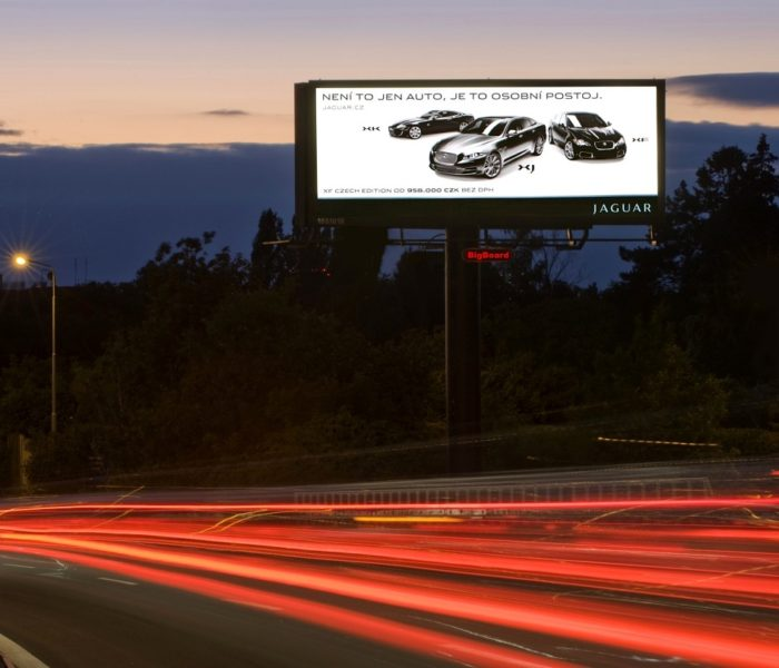 Tištěnou reklamu či billboardy lidé vnímají lépe než reklamu digitální