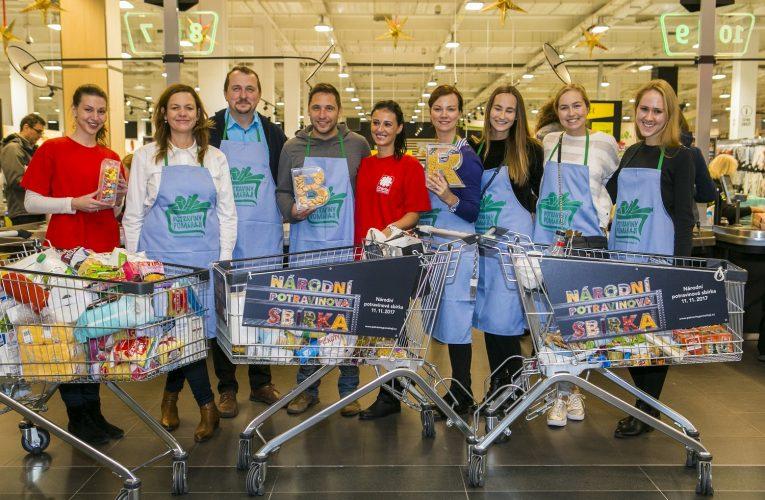 Zákazníci obchodů Albert darovali v rámci Národní potravinové sbírky téměř 42 tun potravin a drogerie