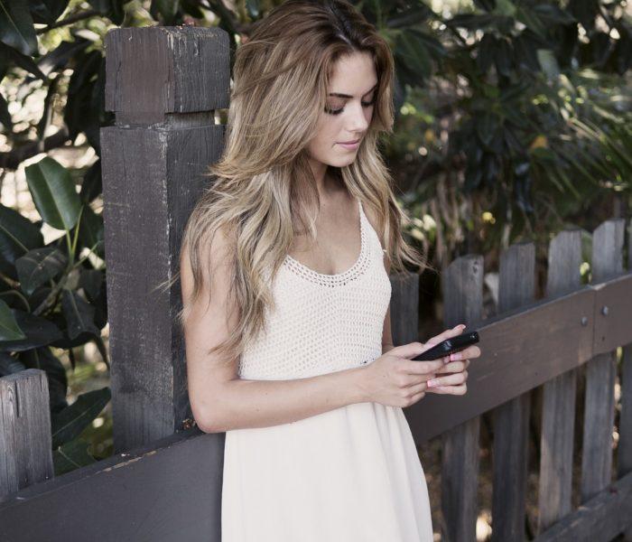 Necelé dvě třetiny internetové populace využívají v telefonu mobilní data