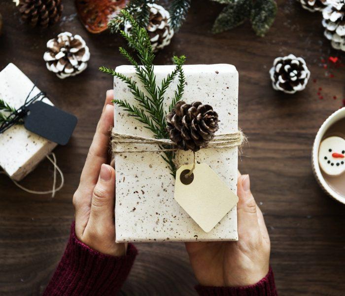 38 procent Čechů přispívá v předvánočním a vánočním čase na charitu