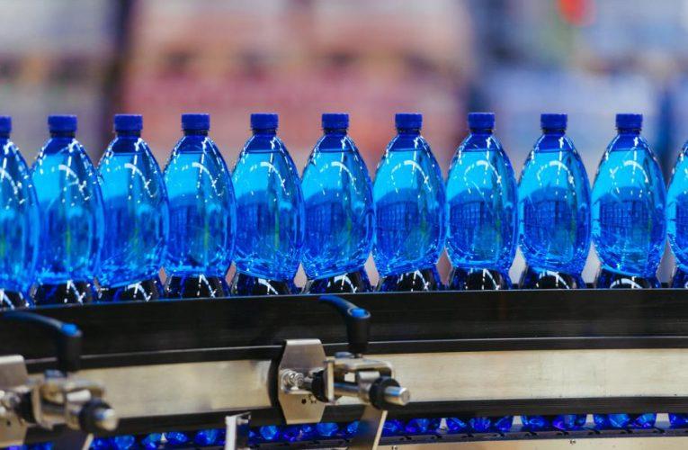 Karlovarské minerální vody přemýšlejí o zavedení zálohovaných PET lahvích