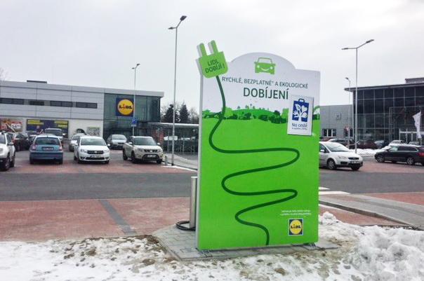 Nová rychlonabíjecí stanice pro elektromobily je u prodejny Lidl v Ostravě