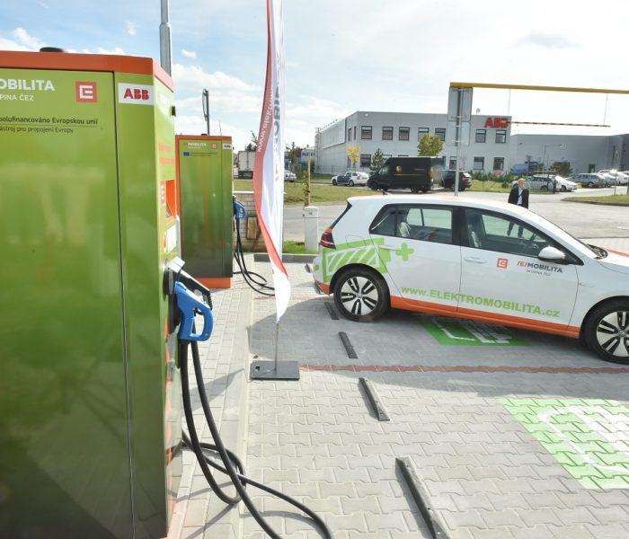 ABB v České republice buduje síť rychlonabíjecích stanic