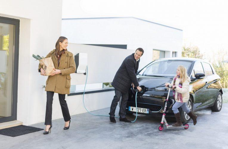 Schneider Electric dodá pro Renault v Česku stovku dobíjecích stanic pro nové elektromobily