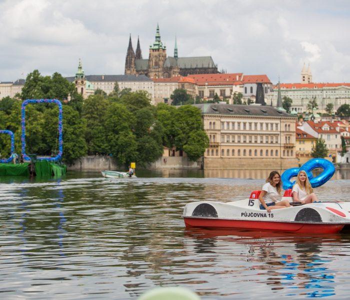 Stovky květů levandule překvapily centrum Prahy