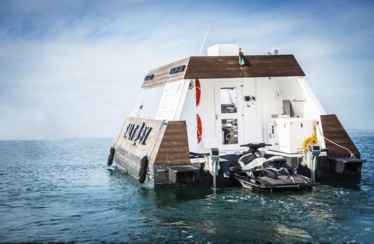 V Dubaji se letos zprovoznil první vodní Drive-thru na světě