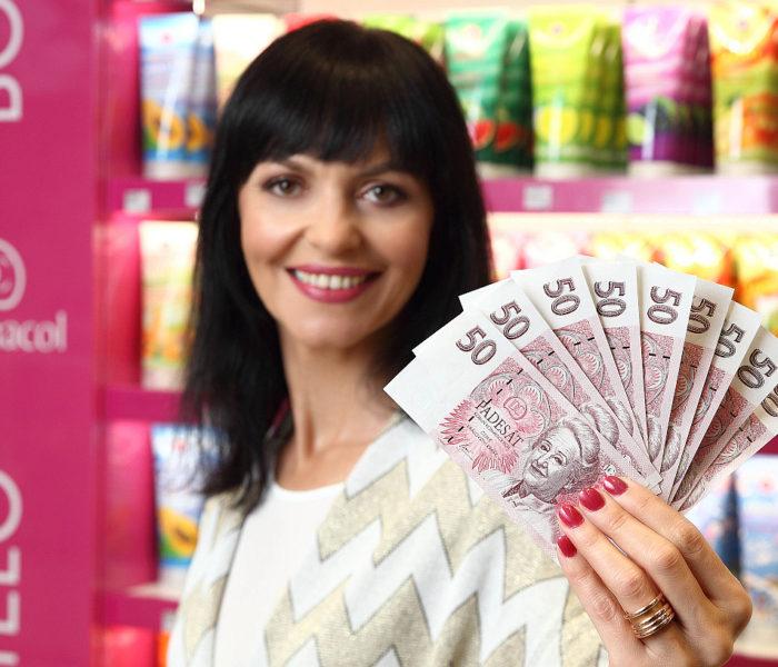 Dermacol sází na firemní měnu a vydává růžové bankovky