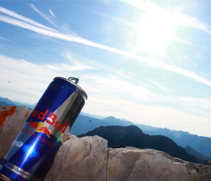 """Energy drinky pijí Češi hlavně """"na únavu"""", zajímají je i limitované edice příchutí"""