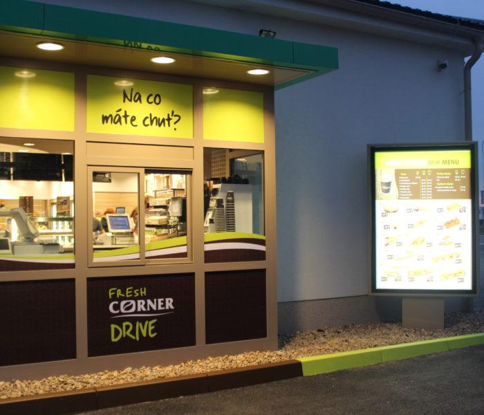 MOL představil první občerstvovací Fresh Corner Drive v Česku