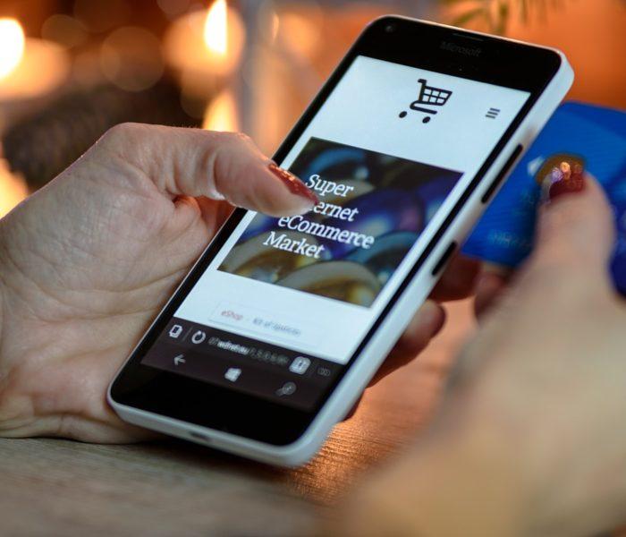 29 procent Čechů využívá své chytré telefony a tablety k mobilní platbě
