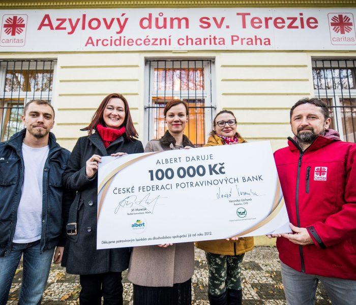 Albert daroval 100 tisíc korun potravinovým bankám