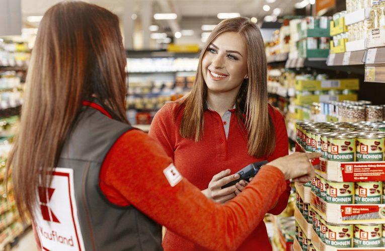 Nepříjemní prodejci v obchodech se pomalu stávají minulostí