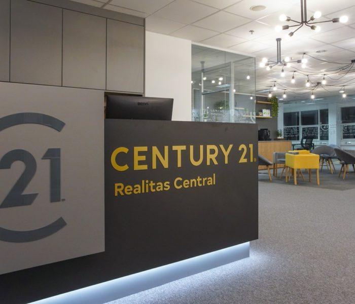 CENTURY 21 slaví 10 let na českém realitním trhu a přichází s novým logem