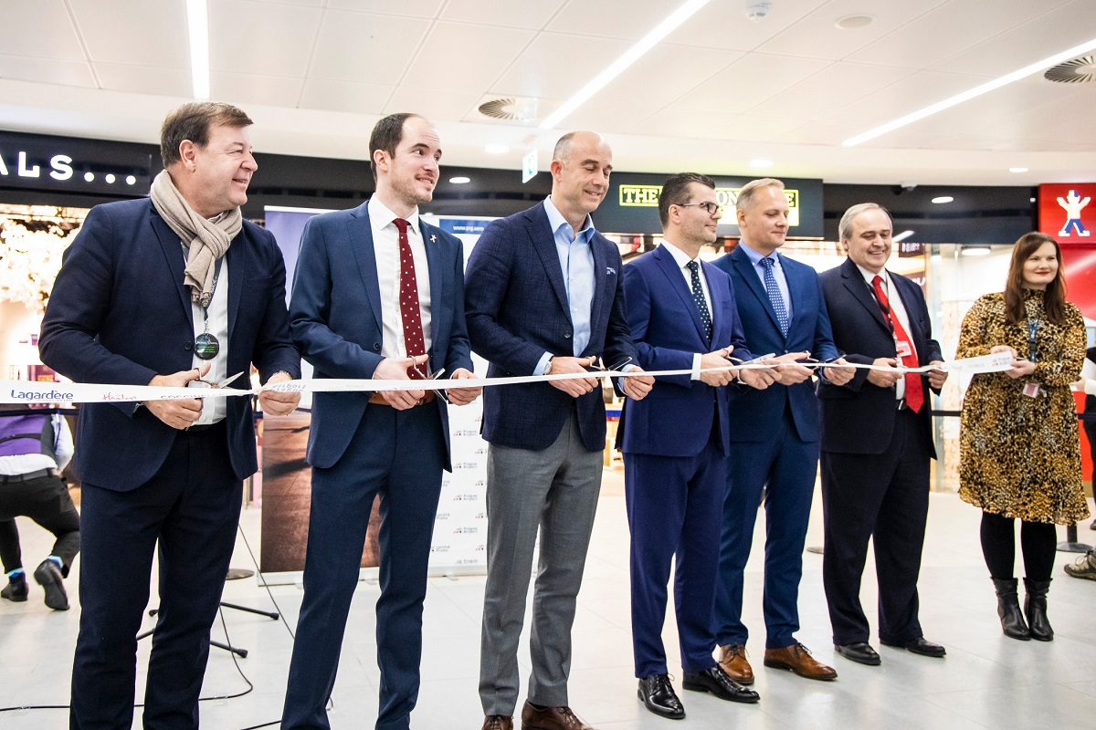 f3fc7d3cf Letiště Praha otevírá novou komerční zónu na Terminálu 2 o celkové rozloze  2200 m². V nově vzniklém prostoru v části za bezpečnostní kontrolou se  nachází ...