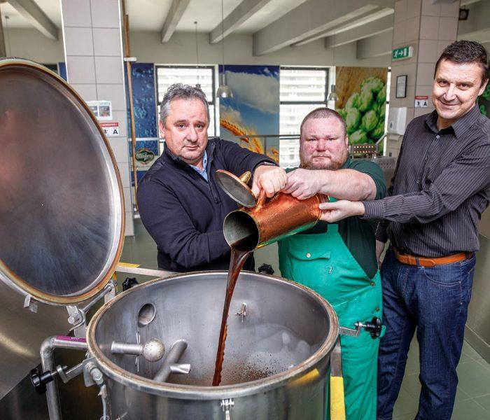 Starobrněnští sládci uvařili Zelené pivo, které se začne čepovat na velikonoční Zelený čtvrtek