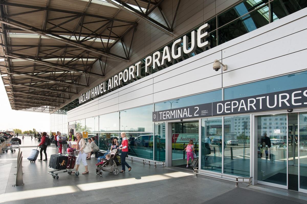 e9ba9f129e Letiště Praha vypsalo otevřené koncesní řízení na provozovatele jedné z  obchodních jednotek na Terminálu 2. Nový nájemník nahradí současný obchod  Porsche ...