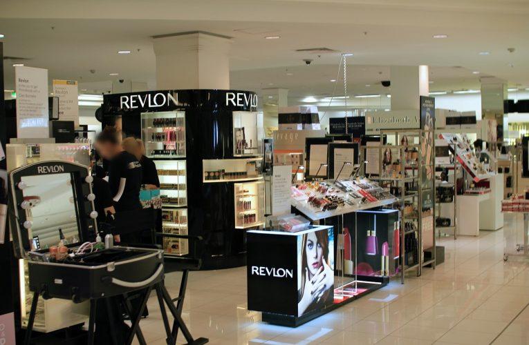 Téměř polovina Čechů kosmetiku nakupuje pouze v akci nebo čeká na speciální nabídku