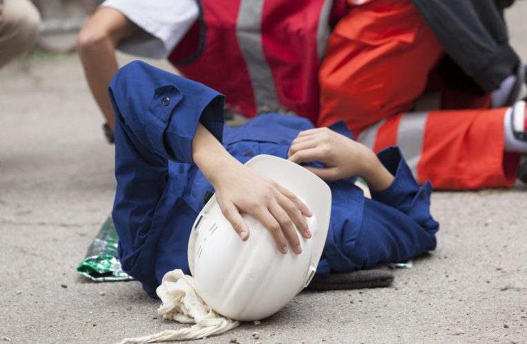 Češi letos dostanou za úraz v práci větší odškodné