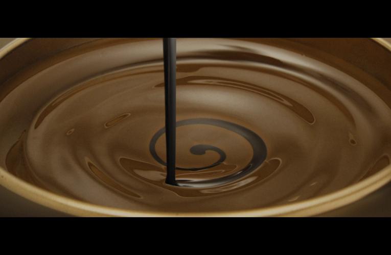 Milka uvádí na trh novou řadu čokolád Milka Darkmilk