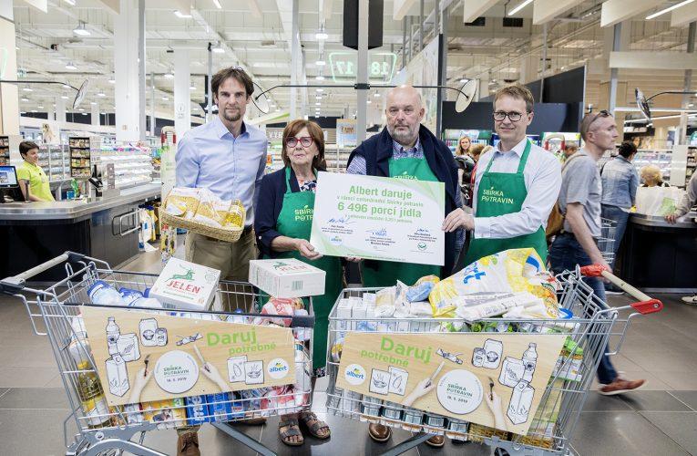 Potřebným putuje z obchodů Albert 27 tun potravin