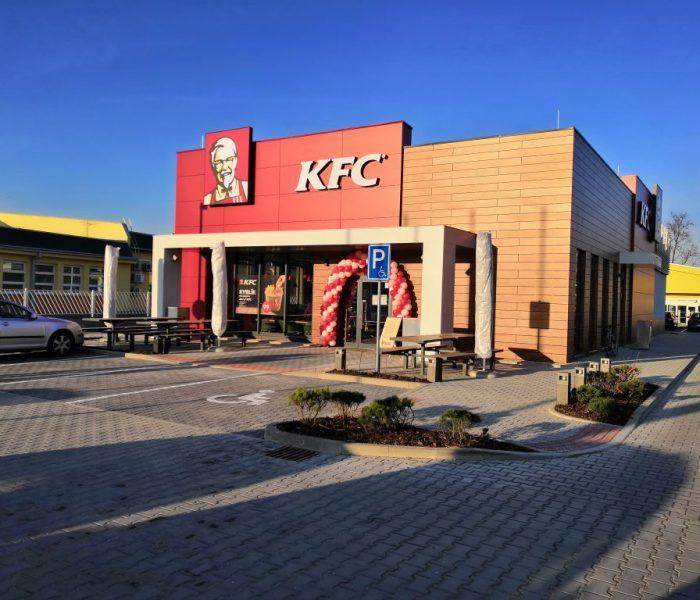 V nové soutěži KFC můžou zákazníci vyhrát party za milion