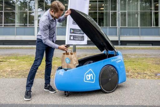 Albert testuje robota, který zákazníkům přiveze nákup až ke dveřím