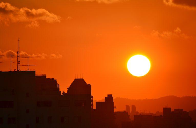 Vlivem extrémního počasí táhnou klimatizovaná nákupní centra, tržby rostou i malým prodejnám