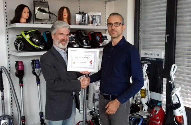 Portál Mistoprodeje.cz předal zástupci společnosti GROUPE SEB  diplom za vítěznou realizaci měsíce června