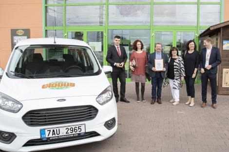 Nové vozy od Globusu a Konta Bariéry dostanou tři neziskové organizace pro své postižené klienty