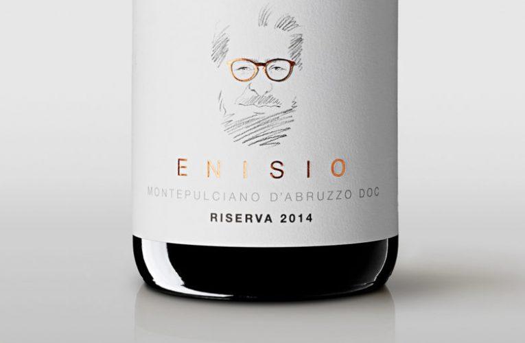 Netradiční POS grafický design vína vzdávající hold zakladateli vinařství