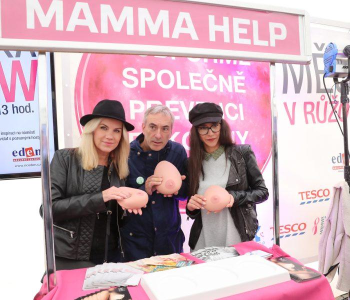 V obchodech Tesco se vybralo přes 400 000 korun na podporu žen s rakovinou prsu