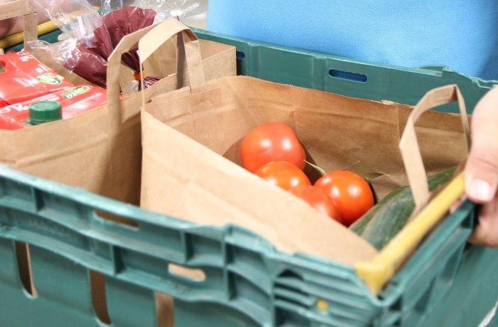 Tesco doručuje nákupy už jen v papírových taškách nebo zcela bez tašek