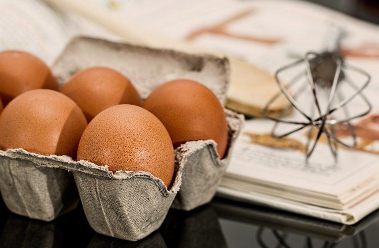 BILLA přestane prodávat vejce z klecových chovů o rok dříve