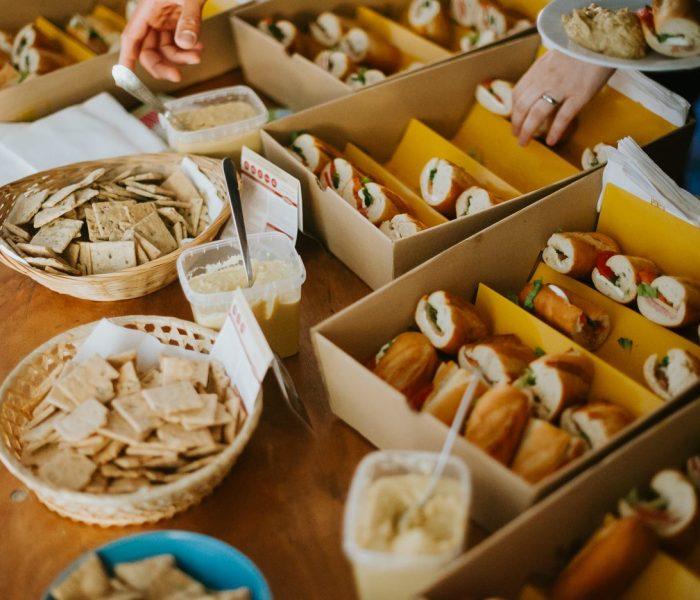 Vánoční večírky se letos stále častěji přesouvají z restaurací do firem