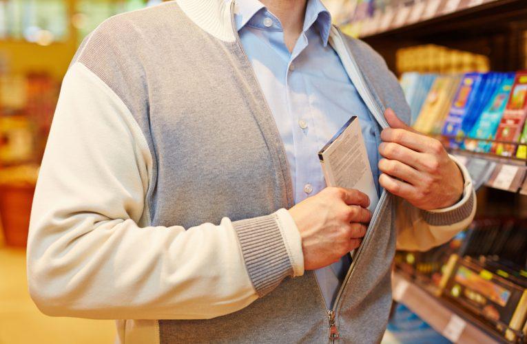 Počet krádeží v obchodech klesá