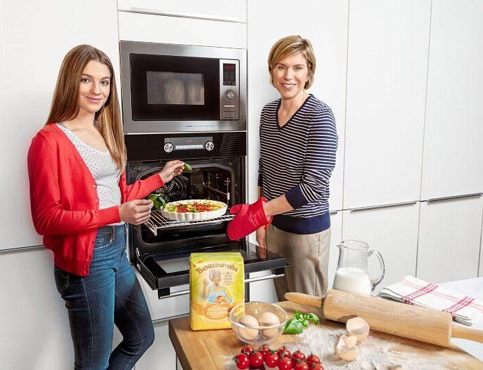 MORA bude i letos plná života  s Kateřinou Neumannovou a Hankou Kynychovou