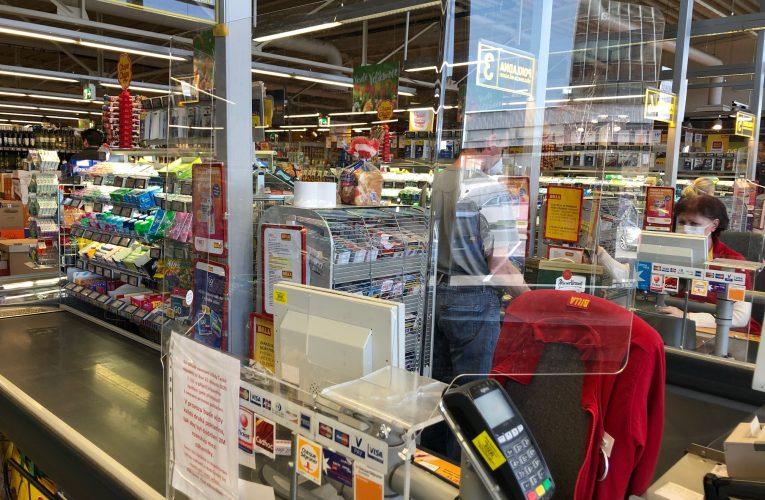 BILLA dokončuje instalaci plexiskel u pokladen ve všech svých supermarketech