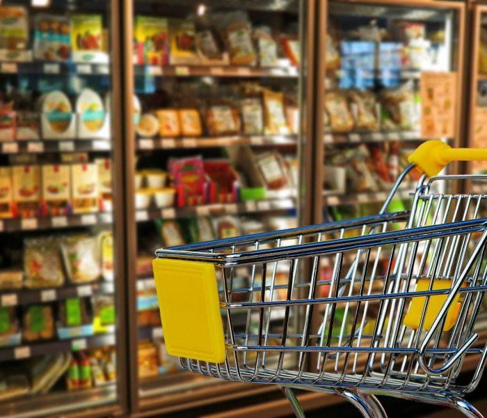 Více než polovina Čechů sleduje, jak se chovají firmy, jejichž výrobky nakupují