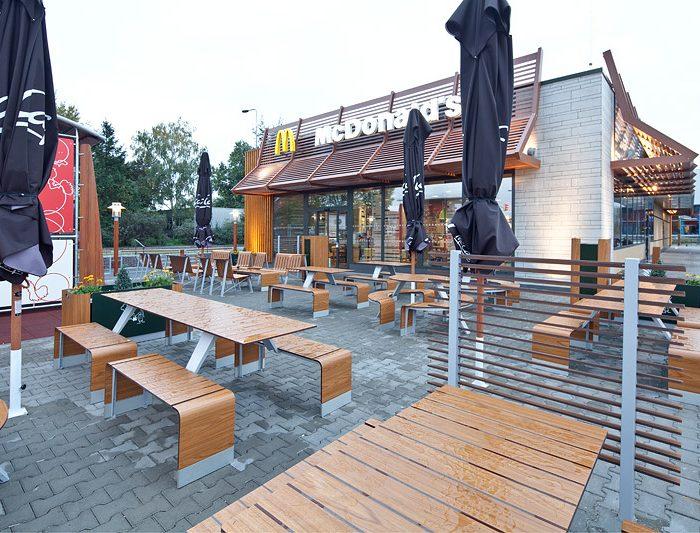 Tržby McDonald's se vrátily ihned po znovuotevření do normálu